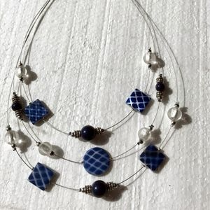 Blue bead wire necklace